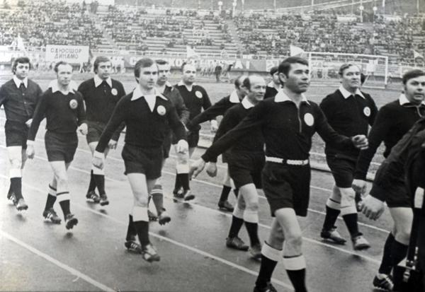 Парад відкриття сезону. Арбітри ФФК 1977