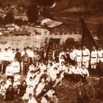 Будівельники Червоного стадіону на пагорбах, які служили трибунами