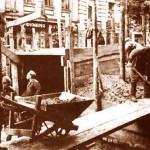 Спорудження барикади й захисного рову на вул.. Лютеранській (на цих роботах були задіяні бійці народного ополчення)