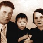 М.Коротких з дружиною Ганною та дочкою Євгенією